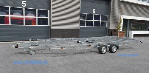 TH 660 Flatbed